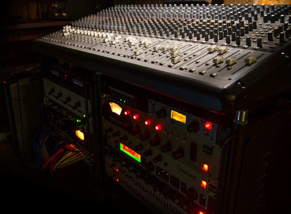 Cett hangstúdió outboard keverő kompresszor limiter equalizer csöves erősítő előfok klotz digitális analóg